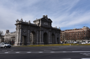 The Puerta de Alcalá (Citadel Gate) is a monument in the Plaza de la Independencia. It was a gate of the former walls of Philip IV. Around 1774, King Charles III had it built.