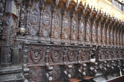The choir chairs are of the lives of Jesus and Mary, and the martyrs of Córdoba.