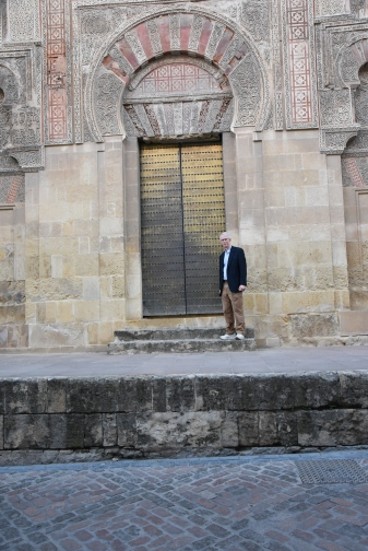 A nice fellow by a Mezquita door.