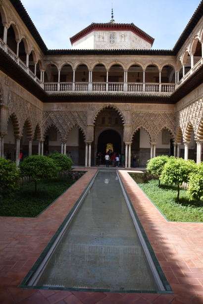 The amazing courtyard of the palace / castle.