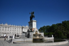 Philip IV represented in bronze in the Plaza de Oriente.